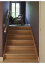 Klein trapje van Masterroom naar de badkamer.