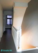 Aankomst 1e verdiep met aansluiting van balustrade op bestaande trap naar zolder.