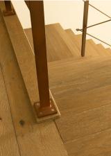 Detail van de leuning; Laatste voet werd door de grondlat in het beton bevestigd zodat deze ook stevig vast komt te staan.