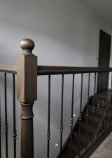 De balustrade op overloop, let op de halve kollon tegen de muur.